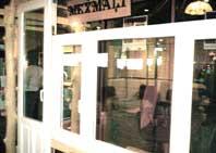Выставочный стенд со стеклопакетами